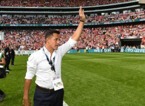 Sanchez waving goodbye........